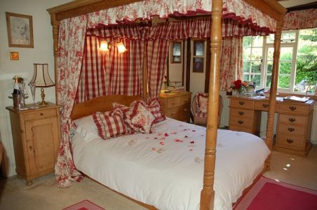 Four-poster-1